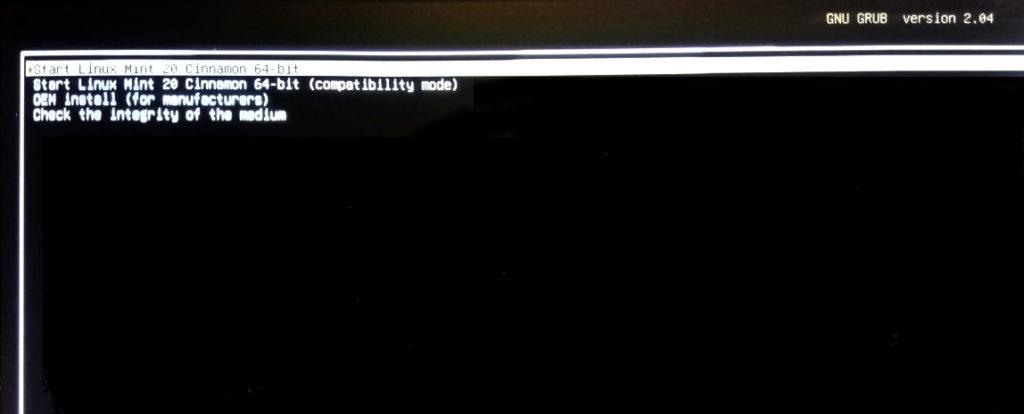 schermata avvio grub installazione linux mint 20