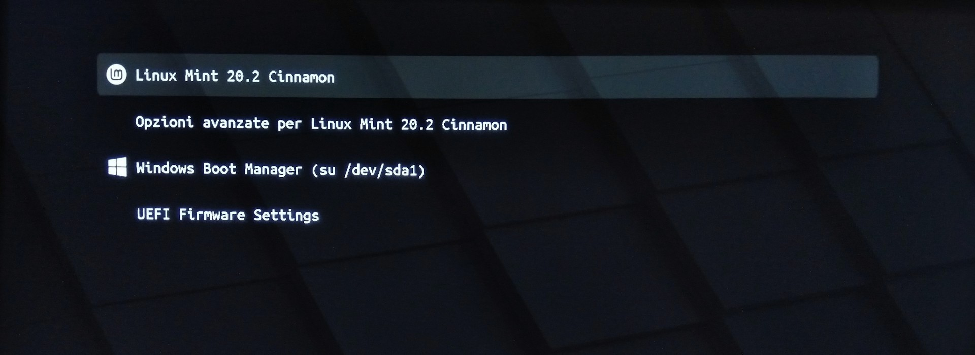 Menu di grub per l'avvio di Linux Mint 20.2 Uma Cinnamon Edition